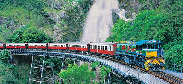 凯恩斯-库兰达-火车-瀑布-热带雨林