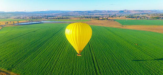 热气球-飞越-田野-阿瑟顿