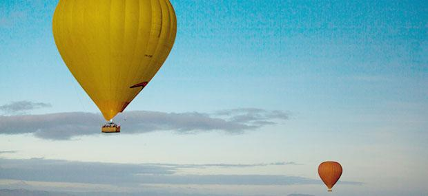 Hot-Air-Balloon-Reflection-In-Lake-Mareeba-Atherton-Tablelands-Queensland-Australia