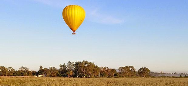 凯恩斯-道格拉斯港-热气球-蓝天-晴天-飞行
