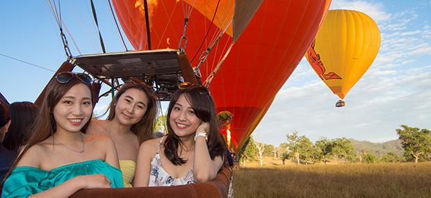 凯恩斯-热气球-姐妹-出游-飞行