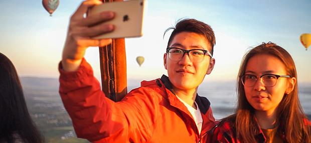 情侣-热气球-黄金海岸-飞行-朝阳-自拍