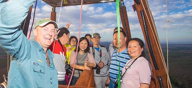 友好-热气球-飞行员-中文-凯恩斯-飞行-绿岛-一日游