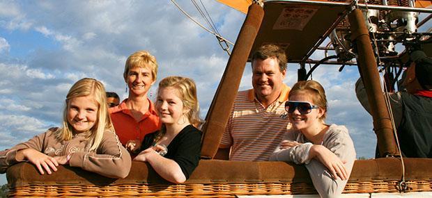 黄金海岸-热气球-飞行-家庭-家人-出游