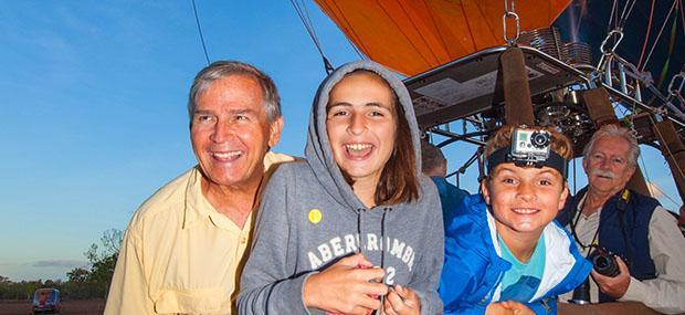 家庭-出行-道格拉斯港-欢乐-热气球-飞行