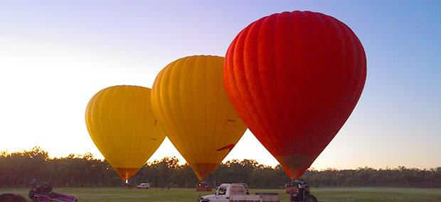 热气球-准备-起飞-朝阳-清晨-充气