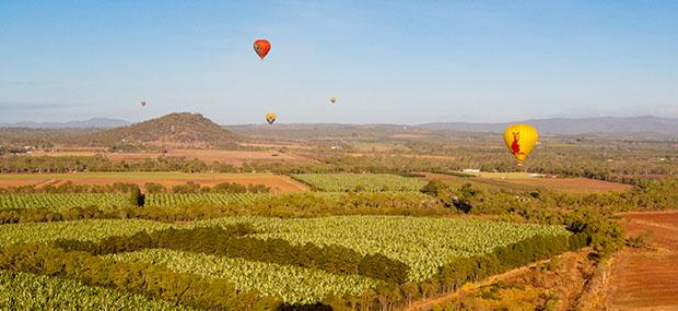 热气球-飞行-广阔大地-风景-美景