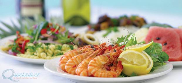 银梭号-大堡礁-游船-自助-午餐-丰盛