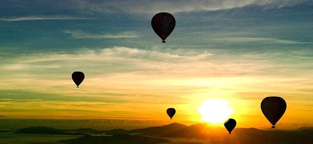 清晨-日出-剪影-热气球-道格拉斯港-飞行-壮观